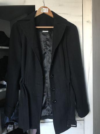 ciepły, elegancki czarny płaszcz