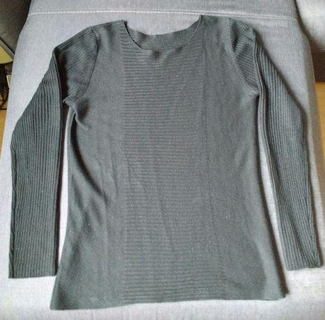 Czarny cieniutki sweter sweterek