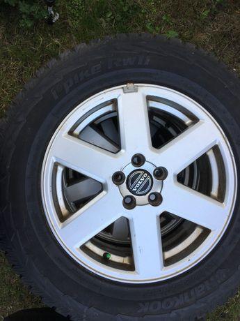 Volvo XC 60 lub XC 90 -4 felgi aluminiowe 17 cali  z zimowymi oponami