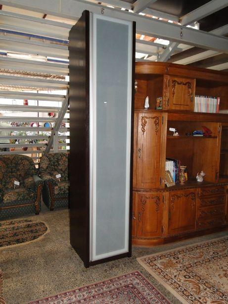 Roupeiro vertical em madeira com porta em vidro fosco - óptimo estado