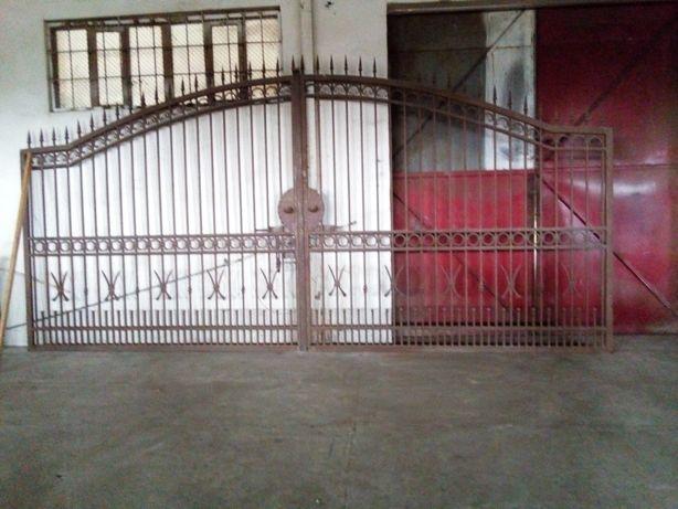 brama wjazdowa ręcznie robiona solidna