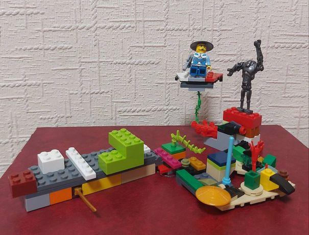 Конструктор лего - База супер героя на Марсе против злого Робота