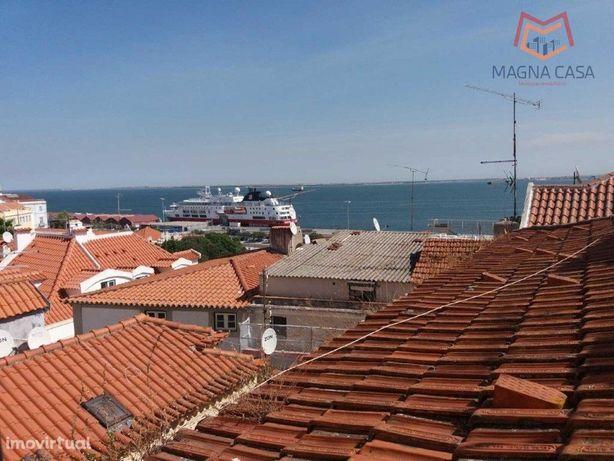 T2+1 Duplex em Alfama, Lisboa, com vista de Rio