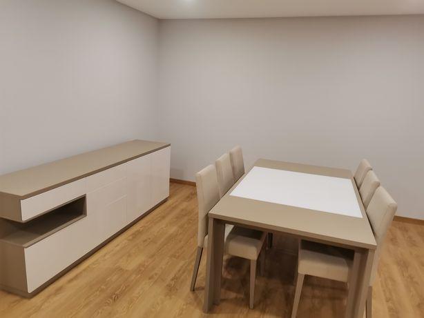 Sala de jantar e móvel de TV