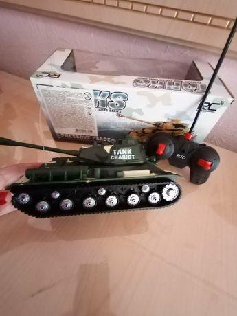 Детский военный танк на пульте управления. Новое