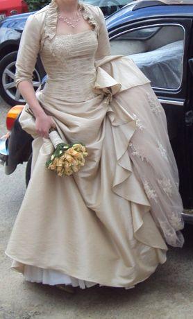 Vestido de Noiva Bronze com lindo trabalho em renda e tule