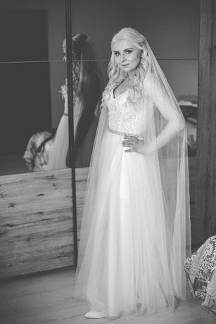 SUKNIA ślubna rozmiar 36 z długim welonem i rozcięciem