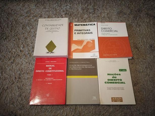 Livros de direito contabilidade e matemática