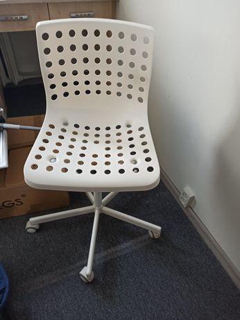 Krzesło obrotowe białe