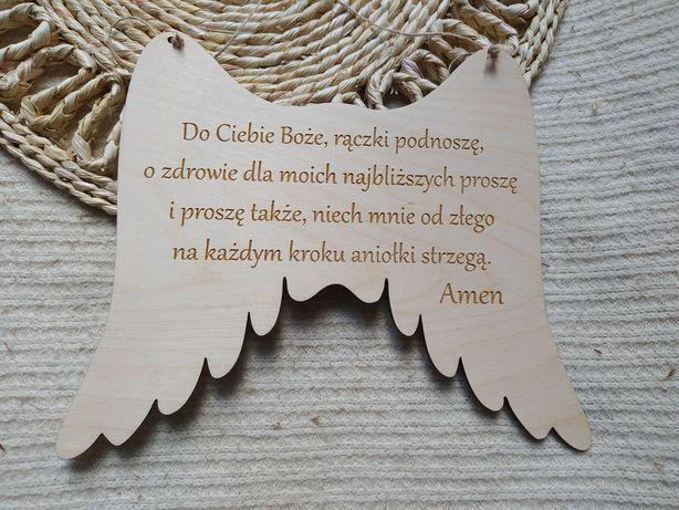Zawieszka z modlitwą, skrzydła anioła. Pamiątka Chrztu Świętego.