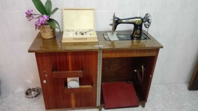 Maquina de Costura Sinzer Antiga Mas Nova