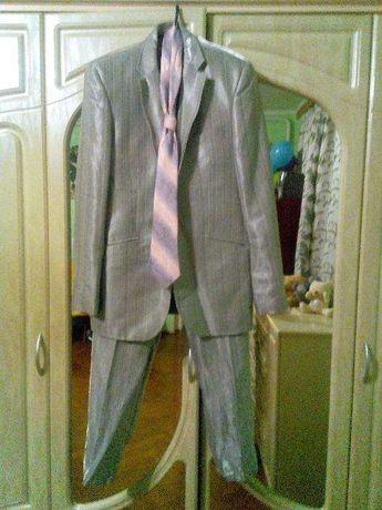 Костюм чоловічий сірий, блискучий ( костюм мужской)