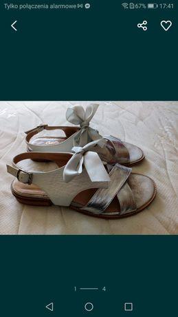 Sandałki z skóry