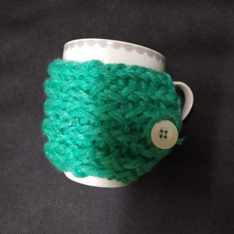 Nowy ręcznie robiony ocieplacz na kubek sweterek na kubek miętowy