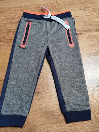 Nowe sportowe spodnie chłopięce