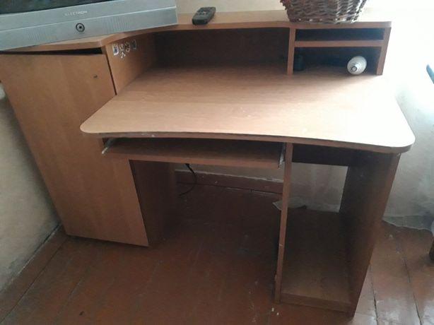 Компютерний стіл