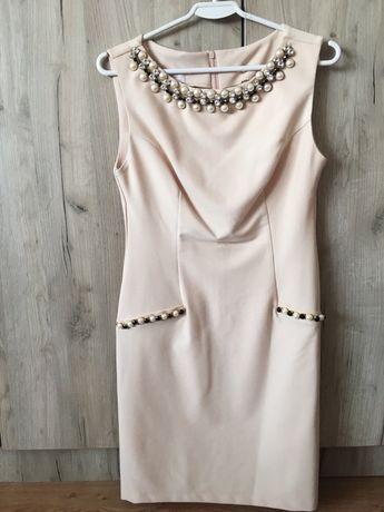 Sukienka perełki.