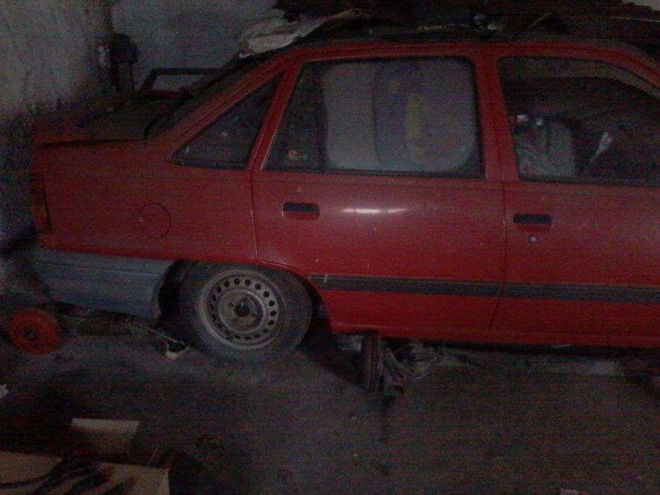 Opel kadett 1.3 s para peças
