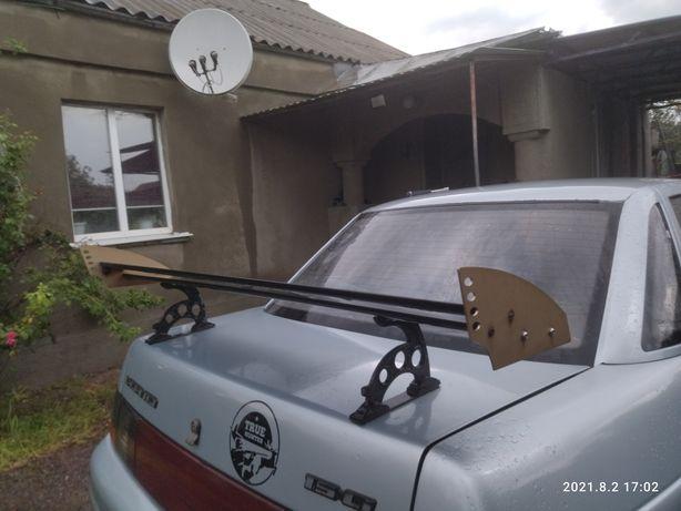 Продам спойлер на крышку багажника