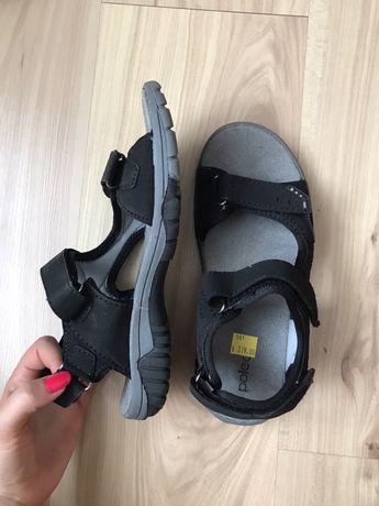 Czarne, sportowe sandały