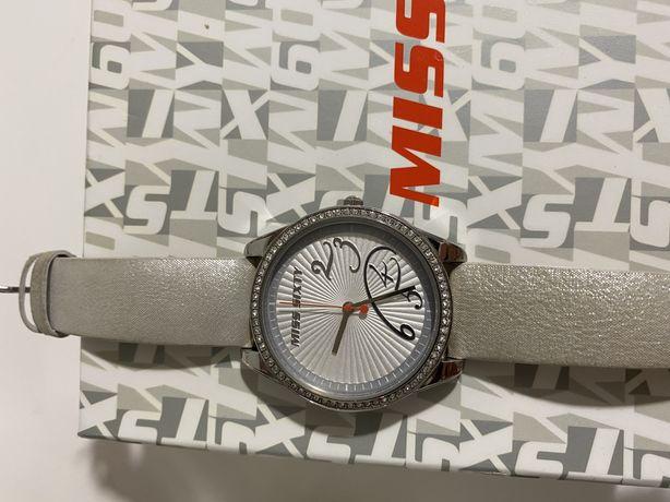 Женские  красивые наручные часы miss sixty