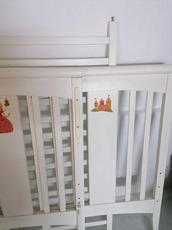 Cama de bebé em madeira