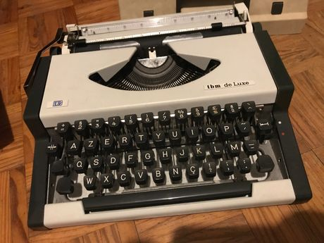 Maquina de escrever vintage/antiga Unis tbm de lux