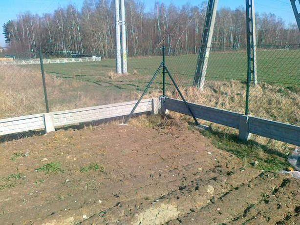 Ogrodzenia z siatki paneli oraz palisady palisady na podmurówce