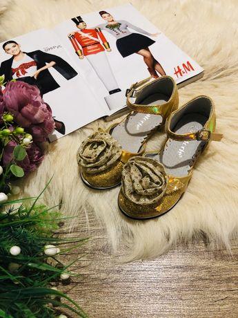 Туфли босоножки на девочку праздничные
