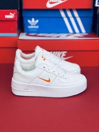 Кожаные утепленные Кросовки Nike Air Force 1 Белые зимние кроссовки