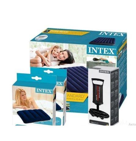 Надувной матрас 152см Intex с двумя подушками и ручным насосом