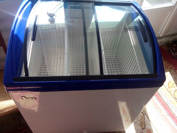 Продам холодильник - витрину JUKA!
