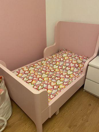 Cama de menina cor de rosa
