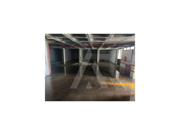 Garagem Fechada - Azurva