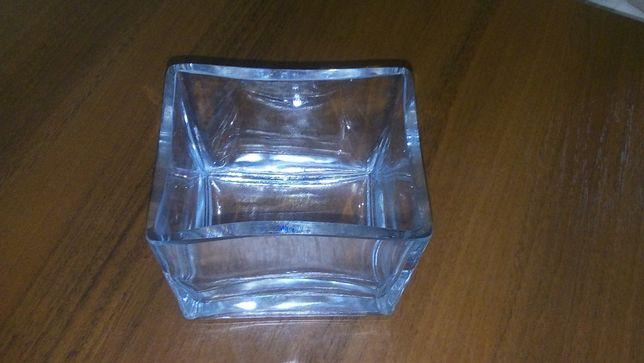 Прямоугольная ваза, стекло.