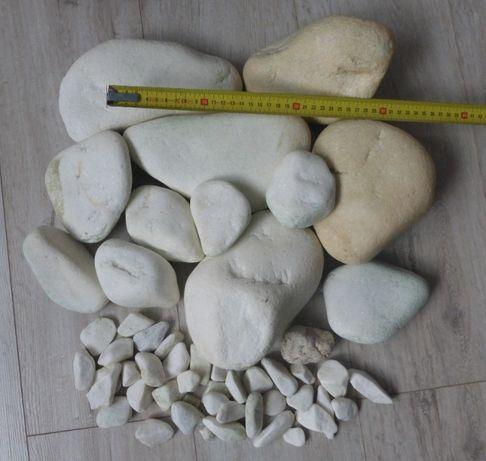 Białe, błyszczące kamienie do akwarium, duże otoczaki.