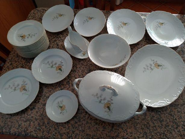 Serviço Jantar Spal Porcelana Banhado a Ouro Novo