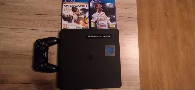 PS4 1TB + 2 gry Overwatch, Fifa 18