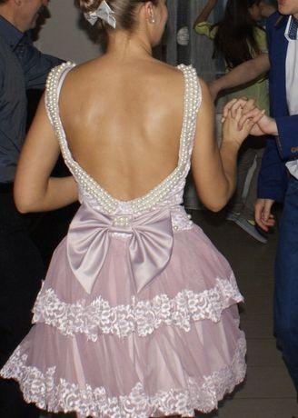 Jasna mini rozkloszowana sukienka perły koronka falbanki princessa hit