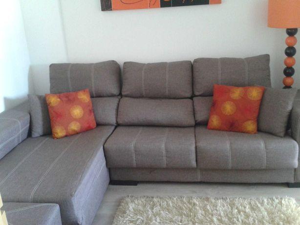 Sofá chaise longue com assentos extensíveis e encostos reclináveis