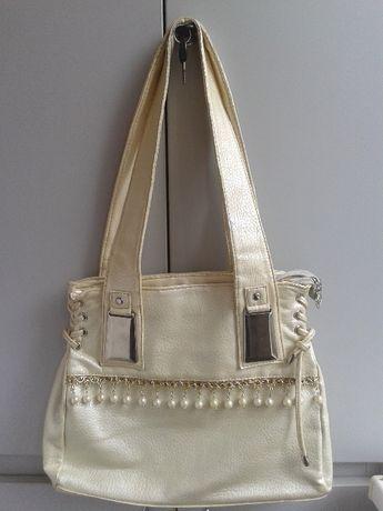 Бежевая сумка кремовая жемчужины серебрянные пряжки желтая коричневая
