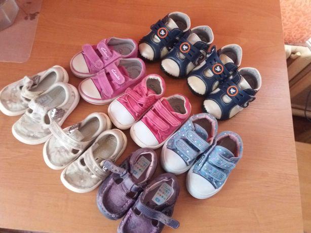 Дитяче взуття на 1 рік, все разом