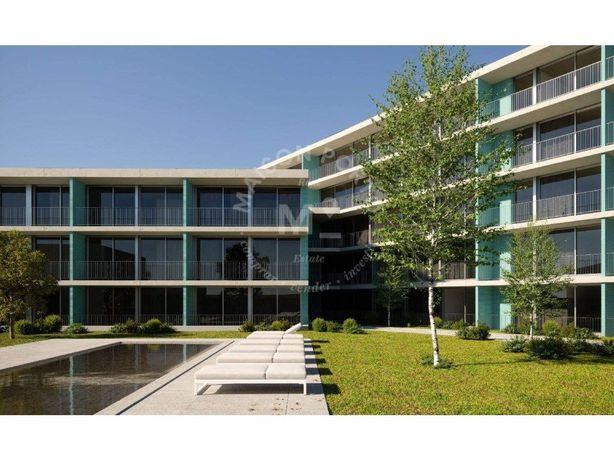 Apartamento T2 com Varanda em Condomínio Privado com Pisc...