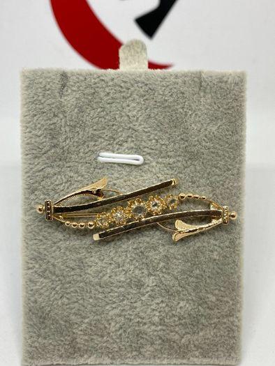 Złota broszka z rozetami