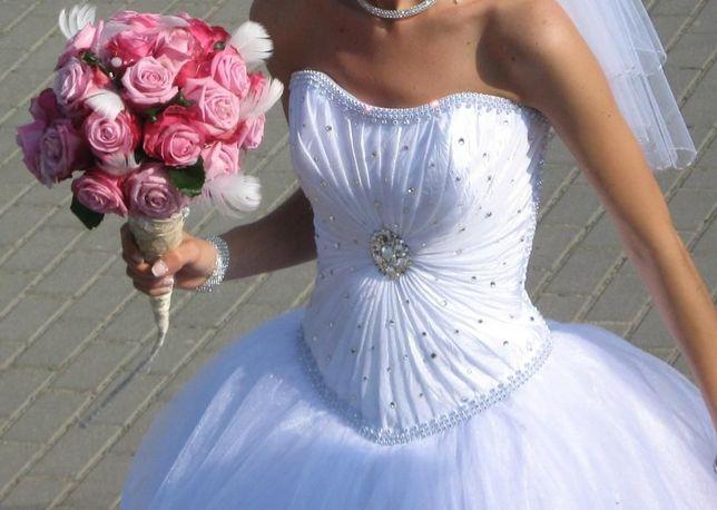 Suknia ślubna Svarovski