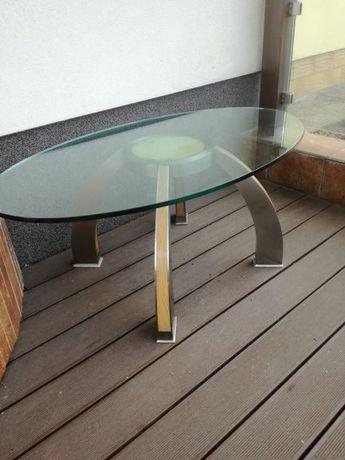 stolik kawowy z blatem szklanym, na nóżkach dębowych