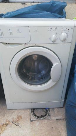 Maquina de lavar roupa