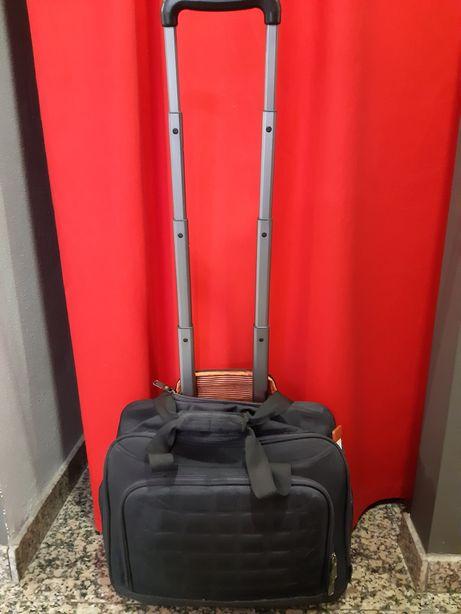 Mala trolley preta com separador para portátil excelente estado