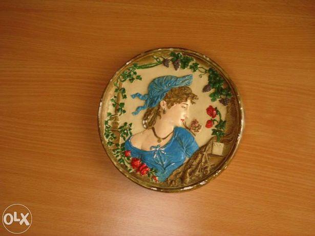Medalha em gesso pintada a mão p/parede