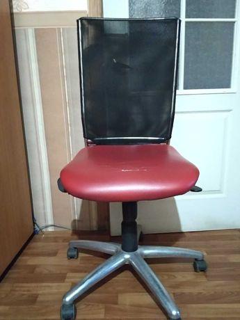 Кресло офисное рабочее